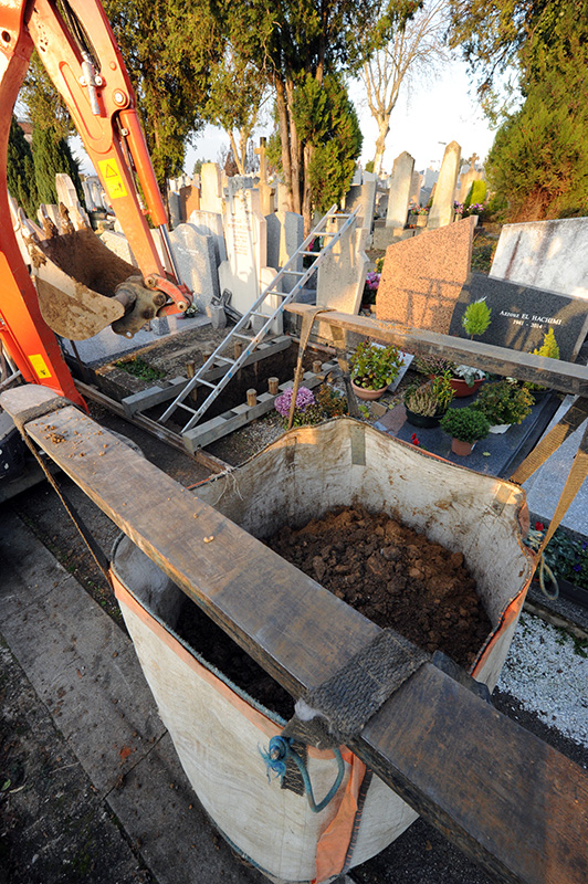 Au bout de combien de temps peut-on poser un monument après une inhumation ?