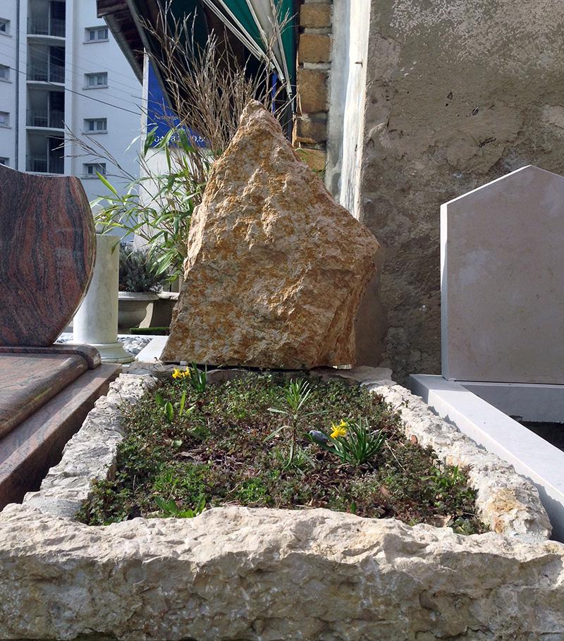 Plus de place sur la stèle ?